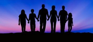 Silhouet van Familie bij Zonsondergang Stock Foto