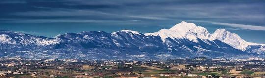 Silhouet van Gran Sasso in Abruzzo royalty-vrije stock fotografie
