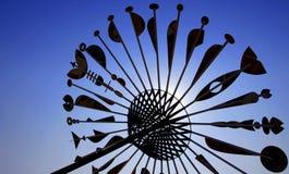 Silhouet van grote paraplu op blauwe hemelachtergrond Royalty-vrije Stock Foto