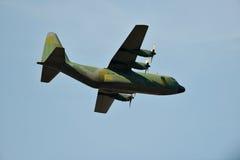 Silhouet van hercules-vervoervliegtuig tegen de hemel Royalty-vrije Stock Afbeeldingen