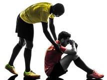 Silhouet van het het spelconcept van de twee mensenvoetballer het eerlijke Stock Foto