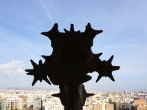 Silhouet van het Sagrada FamÃlia beeldhouwwerk Stock Fotografie