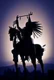 Silhouet van Inheemse Amerikaan op Paard Royalty-vrije Stock Foto's