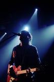 Silhouet van Jan Paternoster, zanger van de Belgische de Zwarte doosrevelatie van de garagepopgroep Stock Foto