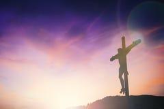 Silhouet van Jesus met Kruis over zonsondergangconcept voor godsdienst, Royalty-vrije Stock Foto