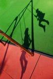 Silhouet van Kinderen het Slingeren Royalty-vrije Stock Foto's