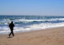 Silhouet van mannelijke Jogger in het Strand van Carolina, NC Royalty-vrije Stock Afbeeldingen