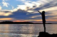 Silhouet van meisje het richten Royalty-vrije Stock Foto