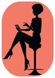 Silhouet van meisje met een telefoon stock fotografie