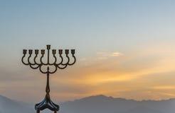 Silhouet van menorah voor symbool van de Chanoeka het Joodse vakantie Royalty-vrije Stock Fotografie