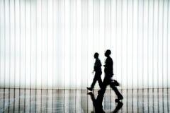 Silhouet van mensen het lopen Stock Afbeelding