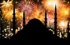 Silhouet van moskee stock afbeeldingen