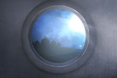 Silhouet van moskee met glanzend maanlicht van venster Royalty-vrije Stock Foto