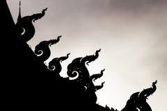 Silhouet van naga tegen licht van de hemel Royalty-vrije Stock Afbeelding