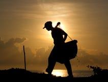 Silhouet van natuurlijke zoute maker bij zonsopgang stock fotografie
