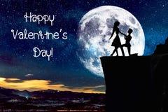 Silhouet van paar met sterrige nachthemel en maan stock foto's