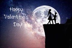 Silhouet van paar met sterrige nachthemel en maan royalty-vrije stock afbeelding