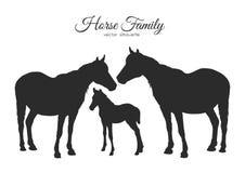 Silhouet van paardenfamilie op witte achtergrond wordt geïsoleerd die Stock Afbeeldingen