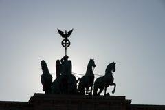 Silhouet van quadriga op de Poort van Brandenburg Stock Afbeeldingen