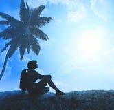 Silhouet van toerist en een mooi landschap stock foto