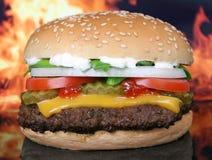 Silhouet van van de kaashamburger en zomer tuingroenten Stock Afbeeldingen