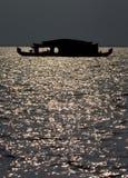 Silhouet van Woonboot stock foto