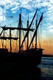 Silhouet van zeilboot Stock Foto's