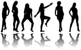 Silhouet van zes meisjes met bezinning Stock Foto's
