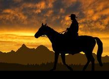 Silhouetcowboy met paard Stock Afbeelding