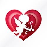 Silhouetcupido over roze hart voor valentijnskaart en huwelijkskaart Stock Foto