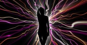 Silhouetdanser met elektrische bundels 4k