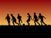 Silhouetgroep voetbaljong geitje Stock Afbeeldingen