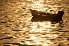 Silhouetkleine boot Royalty-vrije Stock Fotografie