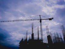 Silhouetkraan bij de bouw van scène Royalty-vrije Stock Foto