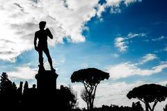 Silhouetmening van het beeldhouwwerk van David in Florence stock afbeeldingen