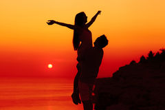 Silhouetpaar in liefde royalty-vrije stock afbeelding