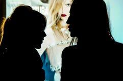 Silhouetportret van twee jonge vrouwen Royalty-vrije Stock Afbeeldingen