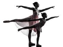 妇女和小女孩芭蕾舞女演员跳芭蕾舞者跳舞silhouett 图库摄影