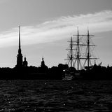 Silhouett of city and sailing vessel Stock Image