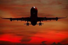 Silhouett d'avion et de coucher du soleil Image libre de droits