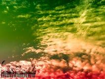 silhouette стеклянное небо кода штриховой маркировки и захода солнца в вечере Стоковое Изображение RF