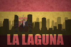 Silhouette abstraite de la ville avec de la La Laguna des textes au drapeau d'Espagnol de vintage Images libres de droits
