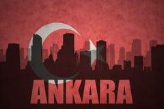 Silhouette abstraite de la ville avec le texte Ankara au drapeau de turc de vintage Photographie stock libre de droits