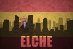 Silhouette abstraite de la ville avec le texte Elche au drapeau d'Espagnol de vintage Photographie stock