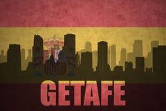 Silhouette abstraite de la ville avec le texte Getafe au drapeau d'Espagnol de vintage Images stock
