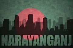Silhouette abstraite de la ville avec le texte Narayanganj au drapeau du Bangladesh de vintage Photo stock