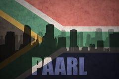 Silhouette abstraite de la ville avec le texte Paarl au drapeau de l'Afrique du Sud de vintage images libres de droits