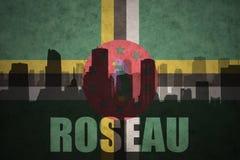 Silhouette abstraite de la ville avec le texte Roseau au drapeau de la Dominique de vintage illustration stock