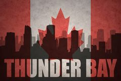 Silhouette abstraite de la ville avec le texte Thunder Bay au drapeau de Canadien de vintage Images stock