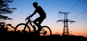 Silhouette av cyklisten Royaltyfria Foton